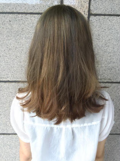 ハイライトを組み合わせたデザインカラー☺️✨ 透け感のある色味で柔らかさを出してます hair stars所属・小泉光司のスタイル