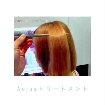 Aujuaを使ったトリートメントです ブリーチを何度もしたモデルさんで 地毛が細く絡まりやすいとの事で 今回はAujuaのイミュライズという トリートメントをしまし! こちらはハンドブローのみで ブラシでブローはしてません よりお客様に近い感覚で 髪の毛を乾かしてみました 家で中々時間をかけて髪の毛を乾かす事が できない方でも 普段通りに乾かしてもツヤが出ます!  こちはも乾かす前にオイルをつけて 完全に乾いた後も毛先にオイルをつけてます! ZEST ange所属・青木想太のスタイル