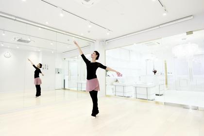 バレエで全身の筋肉を動かしましょう♪ 初めての方大歓迎♪ 皆様楽しくレッスンしていますよ(^-^) SiSTotalBeauty所属・田中佑果のフォト
