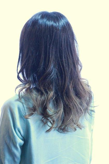 【ミントアッシュグラデーション】ミディアムstyleに毛先のみにブリーチを使用しました。極端に派手に出来ないけど髪色で遊びたい方にオススメです! 伊藤伸吾のヘアスタイル・ヘアカタログ