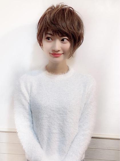 【浅野オリジナルの小顔ヘアのこだわり】  誰しもが同じデザインにすれば小顔になるというわけでなく、一人一人の顔立ちなどに合わせてカットすることが大切です。 ライフスタイルなどにも合わせて 自分でも簡単にできるスタイリング 再現性の高さにこだわっています。  お客様に合わせたカット 顔周りのデザインによって印象は 大きく変えられます! ヘアスタイルで小顔は作れる! ☑︎小顔に見せたい方 ☑︎目力をあげたい方 ☑︎自分に似合う髪型をお探しの方  顔周りのデザインで小顔に 丸顔などのコンプレックスもヘアデザインで解決!  顔周りはややレイヤーを入れることで まとまりがある中で表情が出やすくなります。  短く切ることに不安を感じている方 ヘアスタイルで悩んでいる方にも 安心していただけるようにしっかりとカウンセリングをさせていただきます。 ご気軽にご相談ください!