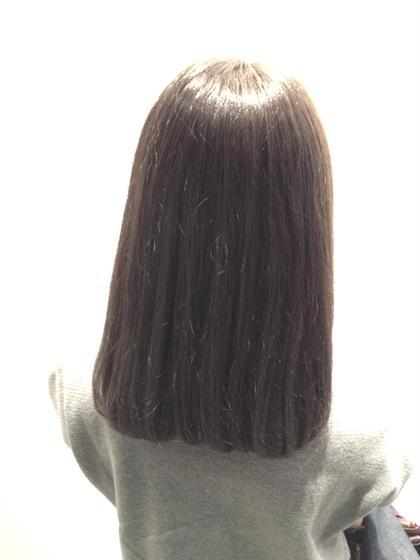 鎖骨ぐらいの重め平行ロブ☆広がりやすい髪質なのでトリートメントストレートをして広がりを抑えれば乾かしただけでこれぐらい落ちつきます☆カラーは暗めのアッシュグレージュ! Lani  hair所属・井出健太のスタイル