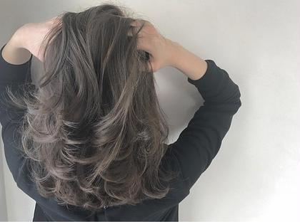 ✔️Wカラーアディクシー イルミナWカラー+トリートメント¥10000クーポンと同じ料金でできます。   ✅ダブルカラーというのは、ダブルという言葉にあるように2段階の工程を経てカラーリングを行う方法です。 簡単に説明すると「ブリーチした後にカラーリングする」方法になります。 髪の毛にある「メラニン色素」をキレイにブリーチした後、お好みのカラーを入れる事によってより明るく、イメージに近い髪色にすることができます。 ✅アディクシーカラー グレージュ系ブルージュ系シルバー系をメインとしたカラー剤になり、プロセンスカラーと比べ彩度が濃いため一回のカラーでしっかりとブルージュ、グレージュ系の色をだせれるカラー剤となっております。 TREVOR DE'RTISAN所属・美容師歴7年以上在籍トップスタイリストのスタイル