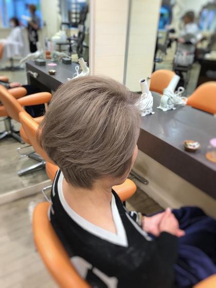 その他 カラー ショート ご年配の方でも、ブリーチ→ケアカラーでこんなにキレイな色になります!! 白髪を活かして本当の外国人風ブロンドショート
