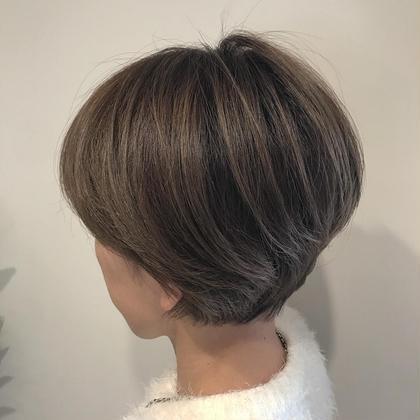 赤味を抑えたマットグレージュ シークレットハイライトで陰影をつけたスタイルです。 HairPlaceADDICTION所属・内田卓也のスタイル