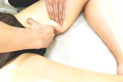 筋膜痩身マッサージで痩せやすい体づくりへ導きます。 ダイエットと肩こり共に効果的です。 筋膜の癒着を剥がしてあげれば老廃物の流れもよくなります( ´ ▽ ` ) 当店オススメメニューです! 月額エステ プレリー 自由が丘店所属・中嶋貴栄のフォト