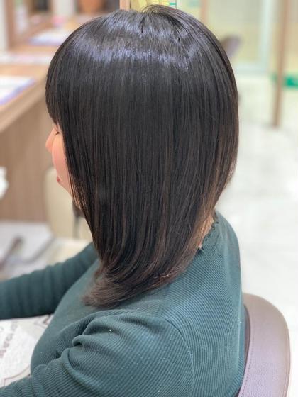 髪の毛硬くてクセも強め量を取ると広がるんじゃないかな? なんて方は一度相談してください その方にあった縮毛矯正のご提案をさせて頂きます!