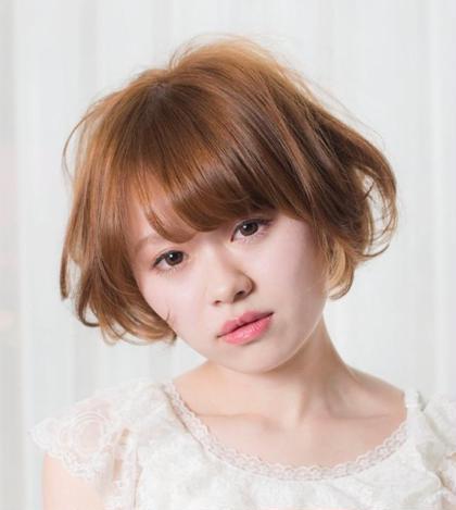 パーソナルカラー診断によるスプリングタイプの方に一番良くお似合いのアッシュベージュのヘアカラーです✨  スプリングタイプの方は明るくキュートな印象で、いつまでも若々しい雰囲気を持っています。キラキラと輝くガラスのように澄んだ瞳も特徴で、表情豊かな人が多いです! Grace Avenue所属・KeisukeHarakiのスタイル