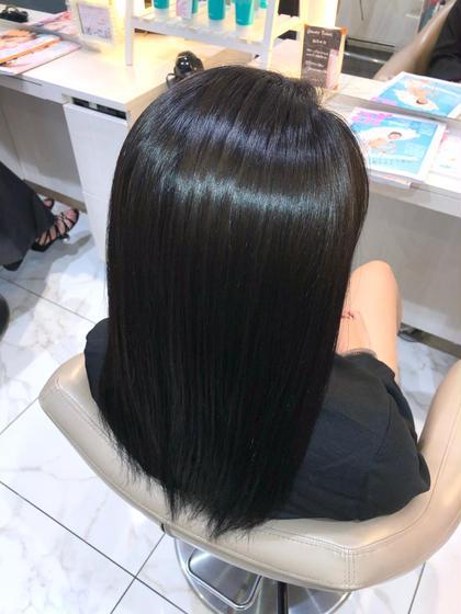 【髪がキレイになるカラーをしたい】   そんなあなたの悩みには【髪質改善カラー】がオススメ。  髪に必要な【タンパク質】【アミノ酸】【コラーゲン】などの栄養を10種類を入れ込んでからそのままカラー施術をします。  今までにない【ツヤ】【質感】【手触り】が実感出来るのが【髪質改善カラー】です。  やればやるほど髪はキレイになります。  1回目 3週間〜1ヶ月 2回目 1ヶ月〜1ヶ月半 3回目 1ヶ月半〜2ヶ月  髪は本来、弱酸性ですがカラーやパーマをするとアルカリ性に傾きます。 アルカリ性に傾く事で【ダメージ】や【パサつき】などが髪に表れます。  【髪質改善カラー】はそれらの髪を酸性に傾けてダメージやパサつきをなくし、髪本来以上の輝きを復活させます。  【圧倒的なツヤ髪】 【滑らかな手触りの髪】 【CMに出られるほどのサラサラな髪】  髪質改善カラーで髪は間違いなくキレイになります。