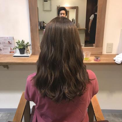 カラー ミディアム 縮毛矯正をされてる髪へのカラー 負担をできる限り抑えかつ 綺麗に染めるためにイルミナカラーで 染めさせていただきました! 色はフォレストで赤味を消し 透明感を演出しました^ ^ ハホニコTRでまとまりをだし パサつきも抑えていきました!