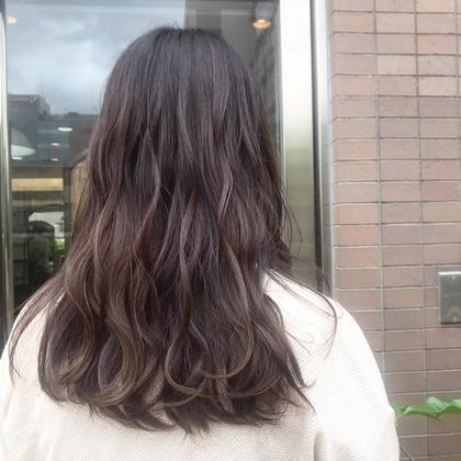 暗めのグレージュ❤︎ベージュmix系カラーは安定のかわいさです🤤暗めだけど透明感があるので、夏でも暑苦しくなくトーンダウンが楽しめます❤︎こちらのスタイルは 2年目Jr.stylist ともか が担当いたしました❤︎