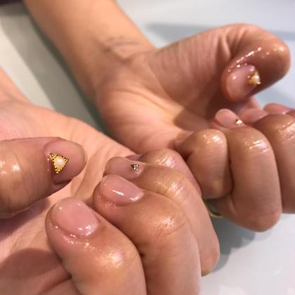 ネイル お仕事上カラーが塗れないため クリアをベースにパーツのみ乗せてみました✐☡ これだけでも爪も強化されてこれから寒くなって 乾燥など爪が弱る時期には必須ですね(  ´͈ ᵕ `͈ )