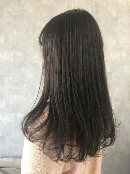 マットアッシュ✨ ブリーチなしのカラーです❤️ 明るめのアッシュが気になる方にオススメ❤️❤️ 清水七瀬のロングのヘアスタイル