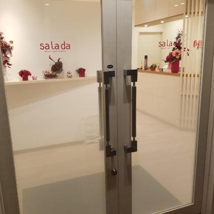 エレベーターを降りて、店内への入り口です