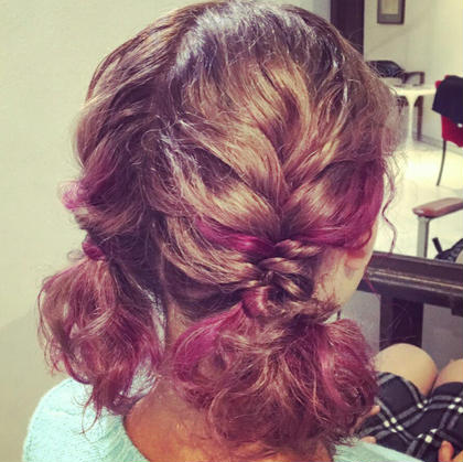 ピンクベージュのベースに、3色のピンクハイライトを!おろしてても可愛いですが。編み込んでも最高に可愛いかったです。 villetta所属・神尾麻美のスタイル