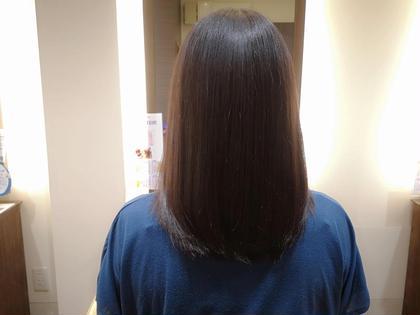 カラーを繰り返している髪でも潤いのある自然なストレートになります 特別なトリートメントをしながらも、髪質やクセに合わせてその場で薬剤を作るので殆どの髪質に対応可能