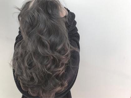 ✔️バレイヤージュ×アディクシーカラー  カラー+トリートメント¥3000 or¥3500のクーポンに+¥6000でできます!  ✅バレイヤージュとは、ほうきで掃くとういう意味のフランス語です。 髪の表面に、掃き後をつけるような、ナチュラルなハイライトをハケで入れていく手法です。 伸びかけの生え際の色も、グラデーション効果で目立たちにくく、ハイライトが髪全体に部分的に入ることによって、顔色を良く見せる効果もあります。  ✅アディクシーカラー グレージュ系ブルージュ系シルバー系をメインとしたカラー剤になり、プロセンスカラーと比べ彩度が濃いため一回のカラーでしっかりとブルージュ、グレージュ系の色をだせれるカラー剤となっております。 TREVOR DE'RTISAN所属・美容師歴7年以上在籍トップスタイリストのスタイル