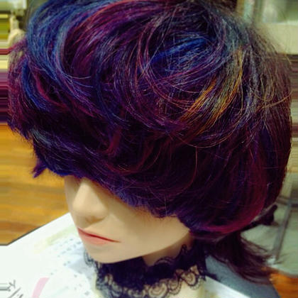 個性 mode クリエイティブ  ダブルブリーチからの ブルー バイオレット レッド イエローのmix☆  差し色でイエローを入れたのがちょっピリポイント☆  design hair annis所属・iidasakiのスタイル