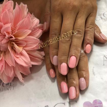 ピンク系5色を使いグラデーションっぽく❤素敵なチョイスでした✨ 杉本みゆきのショートのヘアスタイル