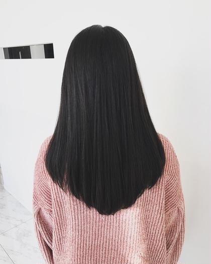 髪の広がりやパサつきをとにかく抑えられるようにカットいたしました! カット前は枝毛などが多くダメージがみられる状態でしたが表面の傷んでいるところをトリミングすることにより、綺麗なツヤサラロングに仕上げております!