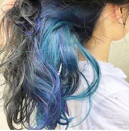 カラーバターを使った、ビビッと可愛いカラーです😍 Nissy(西山靖威)のセミロングのヘアスタイル