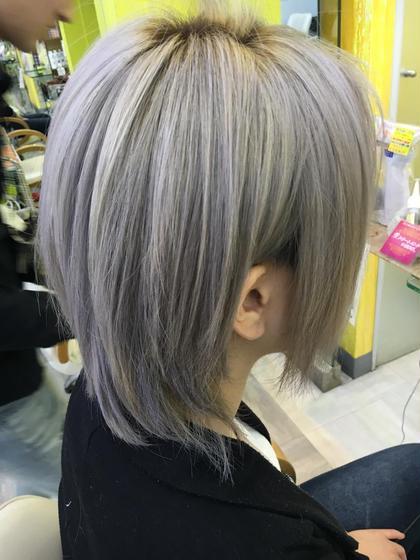 シルバーカラー♪ 色落ちするとホワイトになります♪ 美容室マオ所属・小川恵里家のスタイル