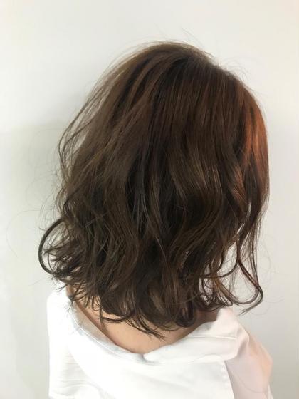 ボリュームダウンご希望のモデル様でしたので、最後は巻き仕上げで☺️ 縮毛矯正で髪も滑らかになったので、巻き髪も可愛い、柔らかい印象に💓 田村早季の