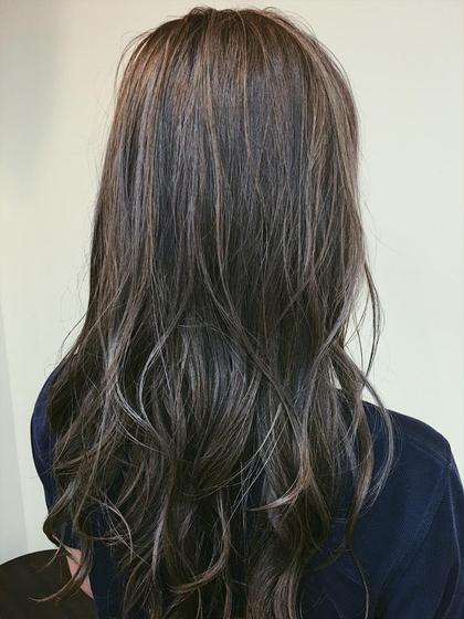 カラー ロング 柔らかなイメージのラベンダーアッシュ