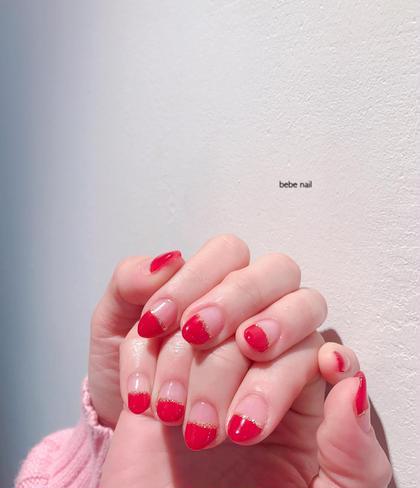 この季節は赤が人気♡ シンプルデザインも大変人気です。 パラジェルは+500円で出来ます☺︎   bebenailの