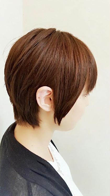 ショートヘアの方でにクセ毛を自然に伸ばして髪の毛を扱い安く、 女性らしい自然な丸みとシルエットを整えました。 hair le chene1/2所属・喜多一彰のスタイル