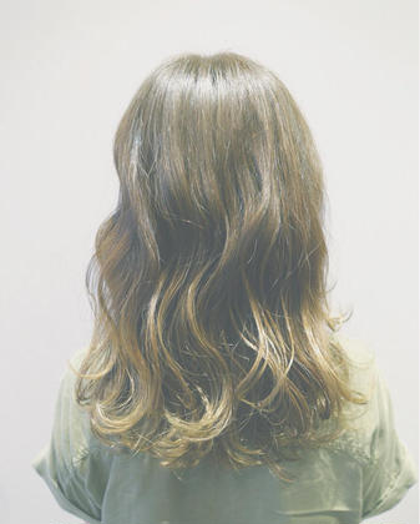 今秋オススメカーキカラー✨グラデーションで抜け感のある外国人風に Hair&Make EARTH 長久手店所属・古畑佑悟のスタイル