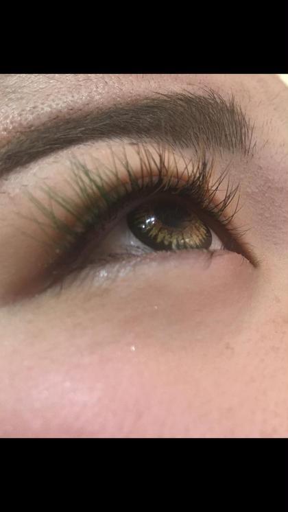 目尻にグリーンエクストラ  中央、目頭にブラウン、ブラック
