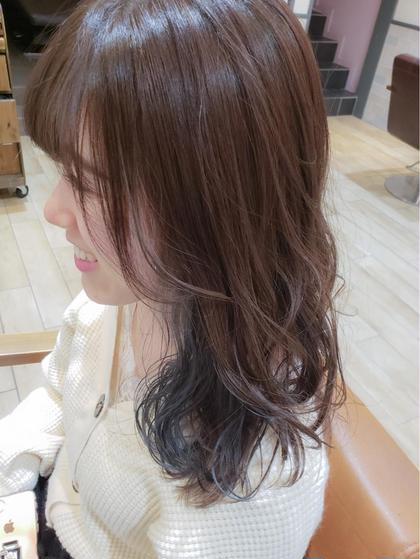 カラー ミディアム インナーカラー🌟 内側の髪の毛はブリーチをしてお色を入れています💓  ブリーチをする事で発色が良く綺麗なお色味を出せます