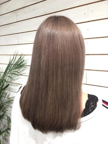 透明感抜群のアッシュベージュ☆ 市原由貴のセミロングのヘアスタイル