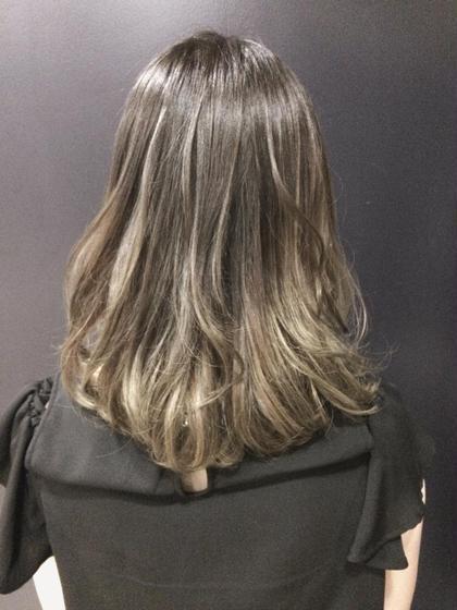 シルバー系のグラデーションカラー 毛先にはブリーチ剤を使用させて頂いてます ART RUSH所属・国分恵太のスタイル