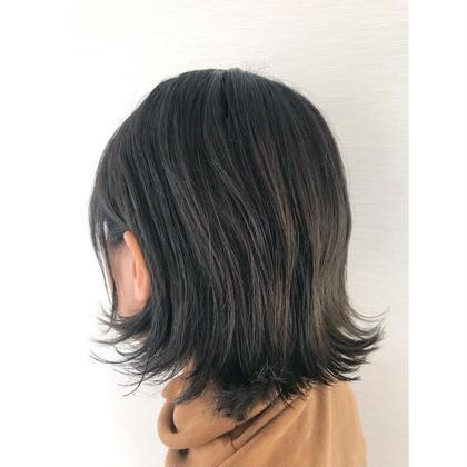 ダークトーンでもベースの髪色を活かして透け感を出すことで一味違ったカラーです。 ZUA所属・赤川海翔のスタイル