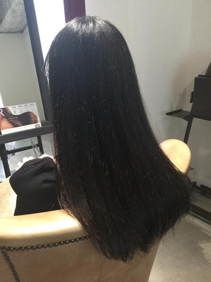髪を徐々に綺麗にしていきたいとの事。 今回初めて来られていきなりは綺麗にできないので、時間をかけて綺麗にしていきましょうと。 あと3回ぐらい来てくれたらかなり変化があるかな。 スーパーロングで艶髪に!! Legare所属・妙見知洋のスタイル
