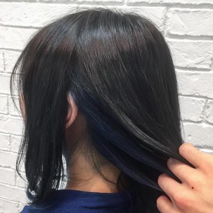 ミディアム アディクシーカラーで染めたブルーのインナーカラーです! さりげなくオシャレを楽しみたい方にオススメ♪