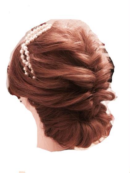 ふわっと柔らかいレトロな雰囲気…  大人な仕上がりです。 MOF   HAIR  SALON所属・愛美のスタイル