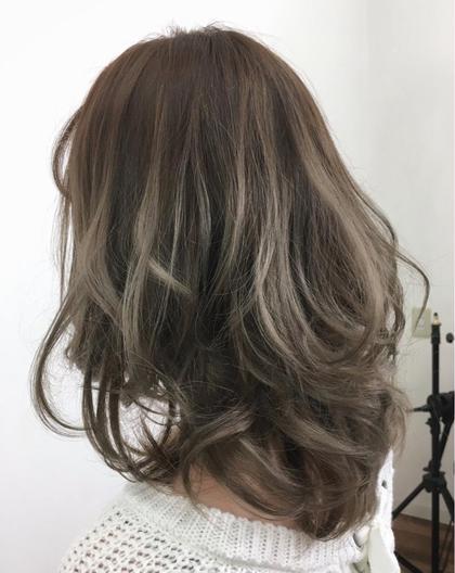 今人気のグレージュです! kaminomori -International Hair Concepts-所属・高橋優希のスタイル