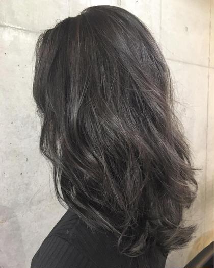 【ハイライト】 ・ダークグレーカラー カラーリストkanakoのセミロングのヘアスタイル
