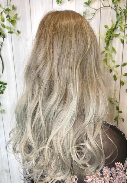 カラー ロング 根元は白髪染めです。 白髪染めの方でも何度か任せて頂ければハイトーン可能です! 年齢問わずハイトーンお任せ下さい(^^)