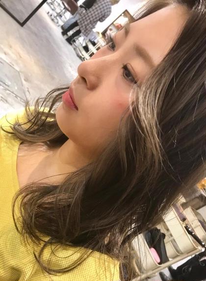 カラー セミロング アッシュベージュの透け感カラー✨  大人気です‼️  ブリーチしてると、より綺麗に染まります✨