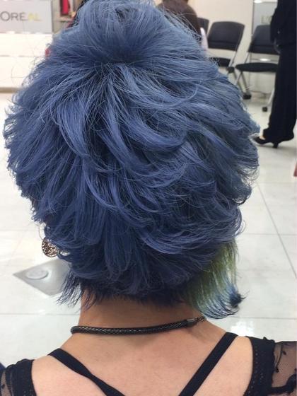 コンテストの時のヘアスタイルです! ショートでツーブロックの刈り上げスタイルです! 全体ブリーチしてからブルーを入れました!  M.TANIGUCHI  branche'所属・柴田桂輔のスタイル