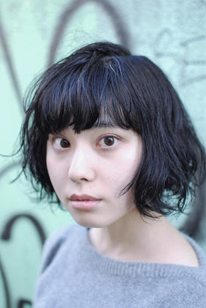 todays work style 全体的に丸みを抑えたパーマをかけて、ツヤ感、柔らかい印象で大人っぽさ+品のある感じのトレンドパーマ。 奥浜ちゃんいつもありがとうー!久しぶりのパーマで更にオシャレになりましたー!パーマ似合ってるー!   #takuyakitamura  #hairstudiomenos #hair #fashion #color #perm #cut #高円寺  #トレンド  #menosstyle #menos_style #fashion  hair studio menos所属・喜多村拓矢のスタイル