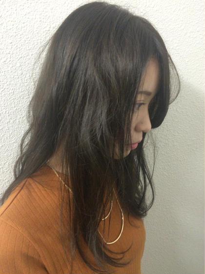 透け感のあるカラー! 外にでたとき、巻いた時などで色が変わり多面性があって楽しめます! hairdesignBEER渡辺通店所属・濱田凌のスタイル