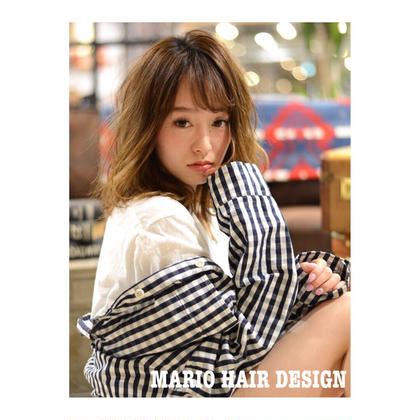 カラー パーマ ミディアム medium style × ash beige × airy perm💓     流行りのミディアムスタイルに、 ベージュ系カラーを 少しグラデーションぽくすると、 毛先の柔らかさが出て    そこに、 パーマをかけて動きをだすと 透明感が増します🍃    この夏、おすすめのスタイルです💕