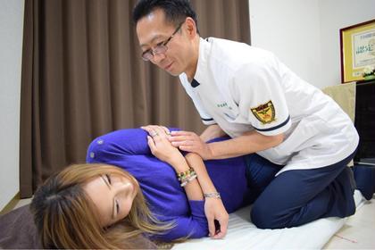 腰の辛い方、足回りの辛い方、腰の湾曲がない事で症状が出ることがあります。 カイロプラクティックで正しい姿勢を作って、辛い症状を改善しましょう。 エステ&カイロ Kirameki所属・森 和也のフォト
