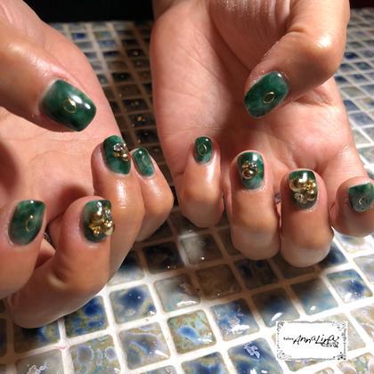 ネイル グリーンのマーブルネイル