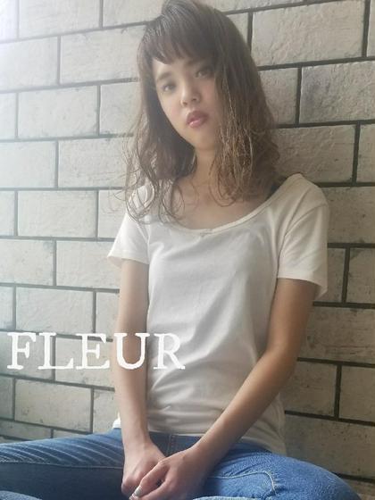 FLEURデザインカット+デザインカラー(ブリーチ込み)+onカラー+cotaTR